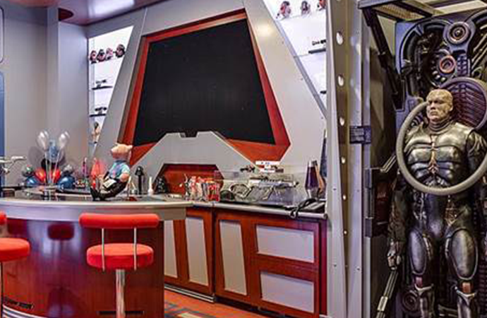 La lujosa mansión inspirada en Star Trek se vende por una fortuna, pero nadie la quiere.